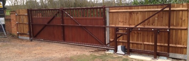 An industrial cantilever automatic gate by LinkCare