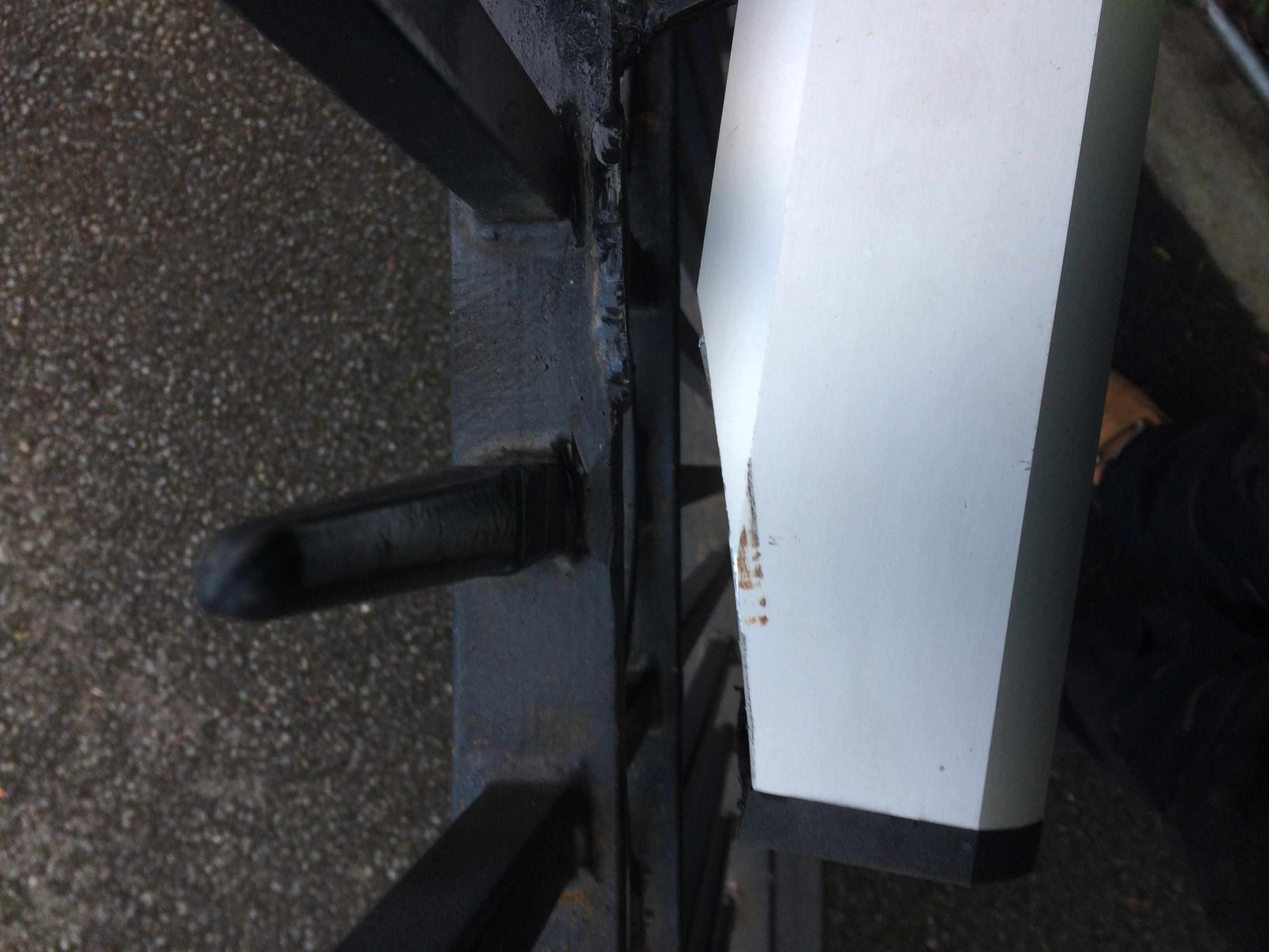 Gate motors badly installed