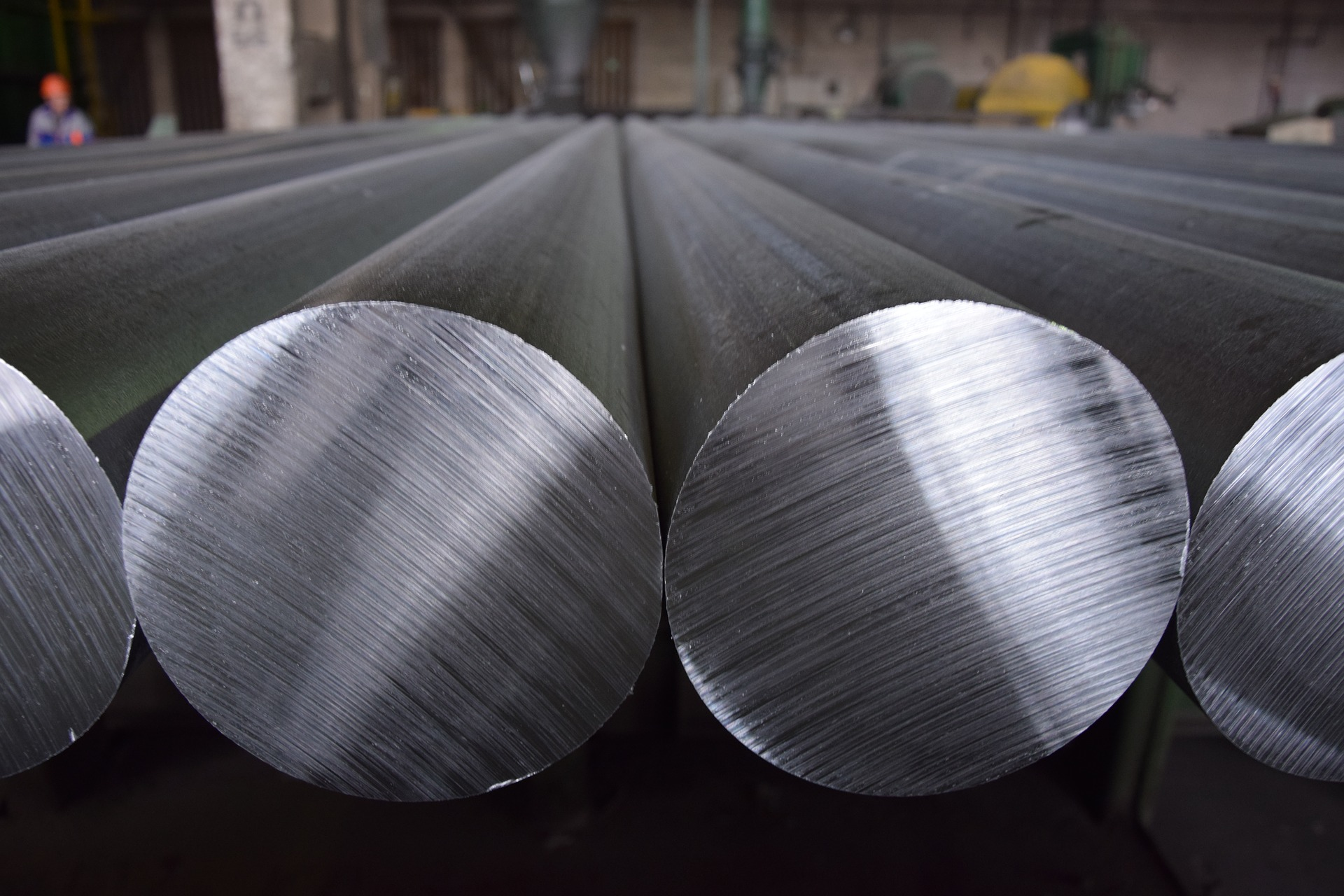 silver cylinders of aluminium