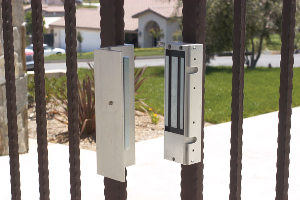Maglock for automatic gates