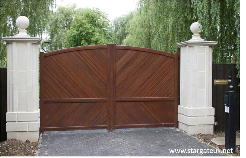Classic look, wood finish automated aluminium gates