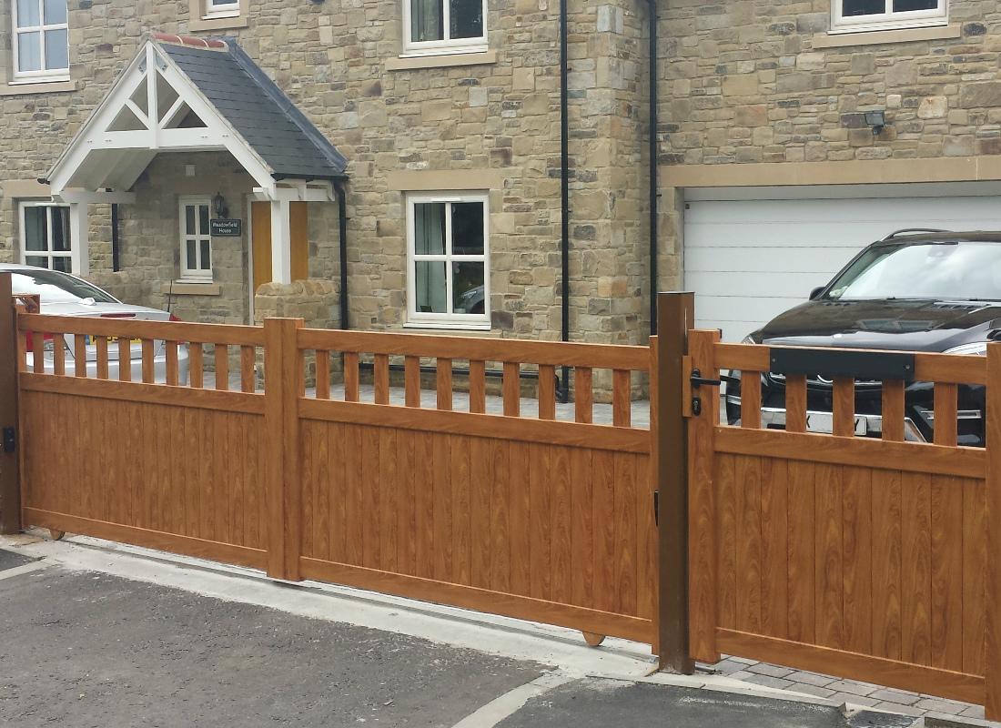 Wood effect sliding aluminium gate
