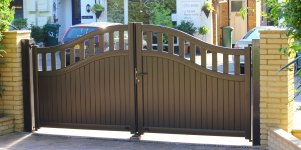 Aluminium gates with brown surface coating