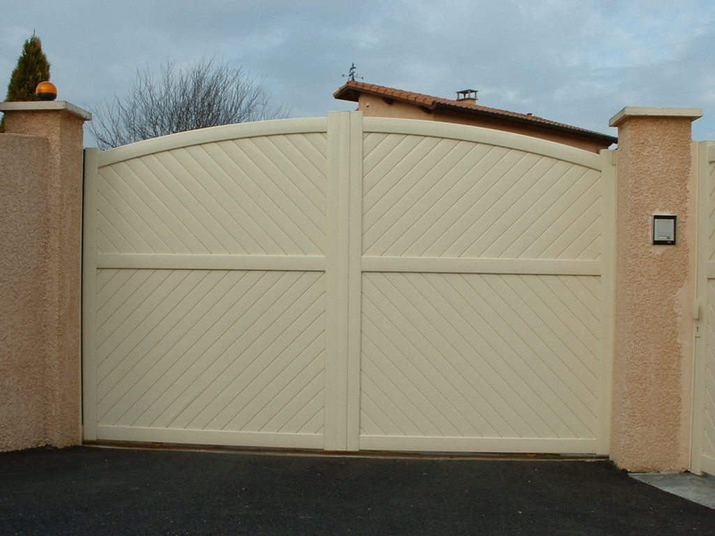 Ivory aluminium gates