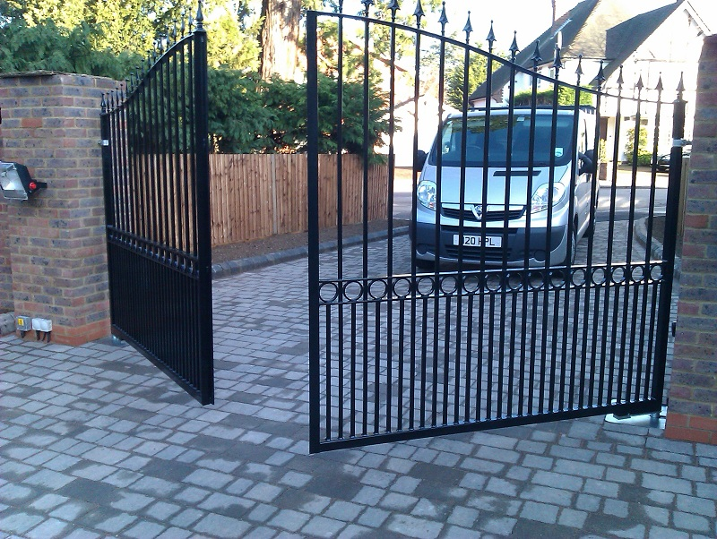 how much do automatic gates costs to run