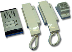 Wired intercom systems for automatic gates